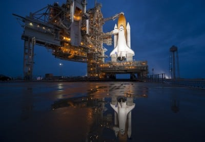 Internet Billionaires Fight to Take Control of NASA Astronaut-Taxi Service